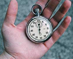 mano con cronometro