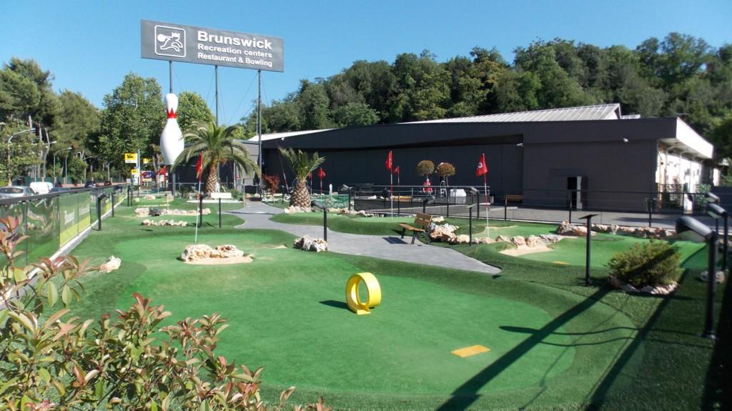 Adventure Golf Sfida I Tuoi Amici A Minigolf A Roma